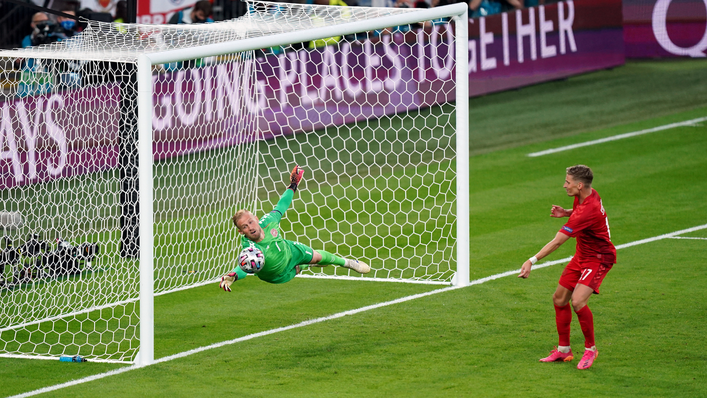 Kasper Schmeichel saves brilliantly to deny Harry Maguire