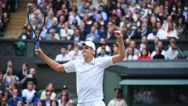 Hubert Hurkacz saw off Wimbledon legend Roger Federer to book his semi-final spot