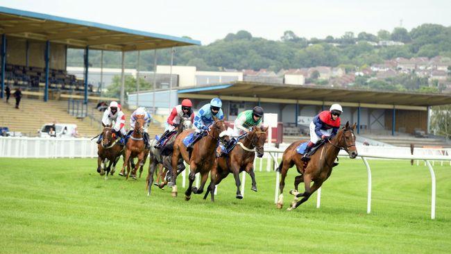 Newton Abbot hosts a seven-race card on Monday