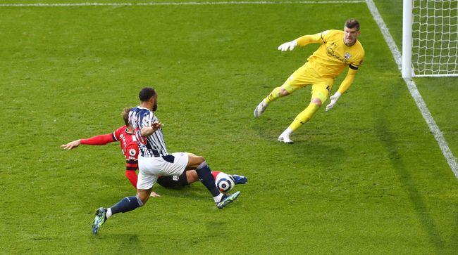 Matt Phillips puts West Brom 2-0 up against Southampton
