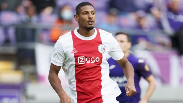 Sebastien Haller put Sporting to the sword with four goals on his Champions League debut in Lisbon