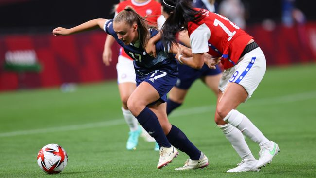 Georgia Stanway breaks free as Great Britain mount another attack during their 2-0 win over Chile